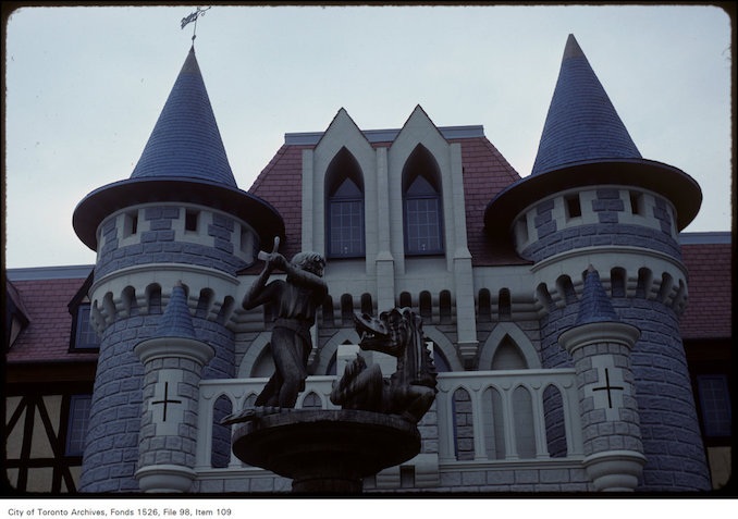 1981 - june 8 - View of sculpture and castle at Canada's Wonderland