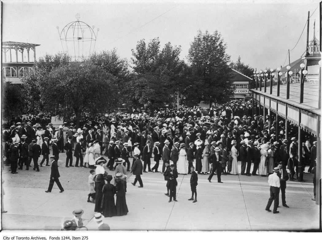 1906 - 1910 - Queues for CNE Grandstand tickets