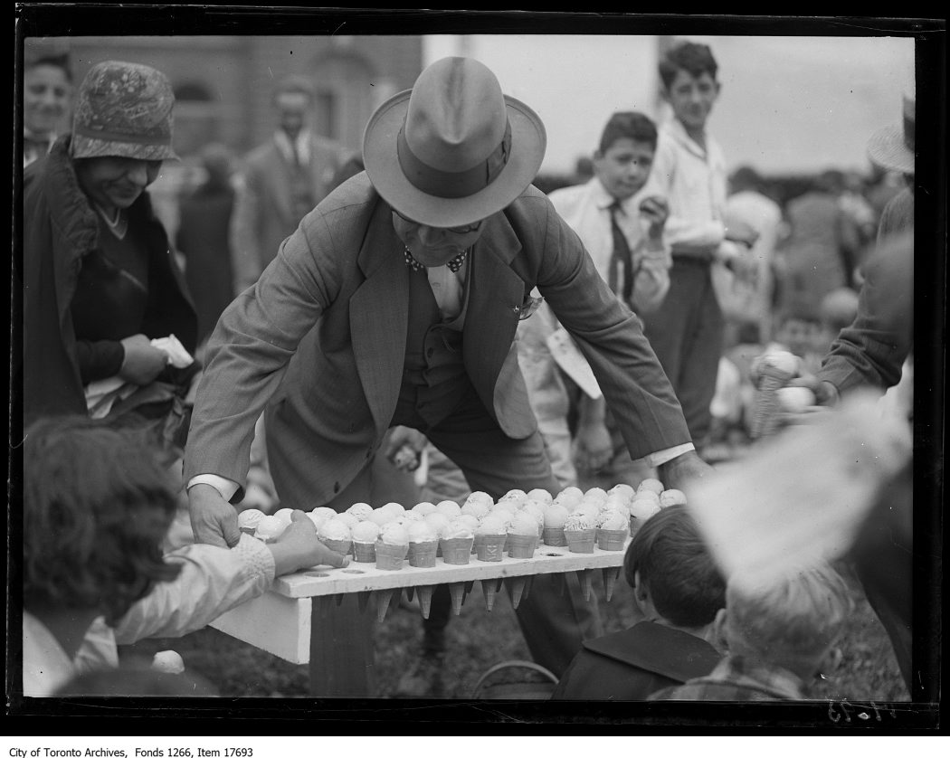 1929 - CNE, Kids Day, ice cream cones for kids