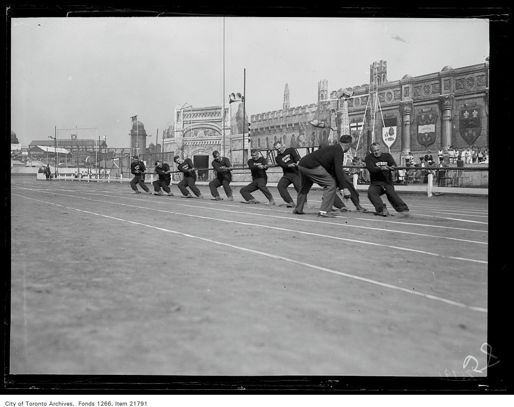 1930 - CNE, sports, tug-of-war, Detroit Police