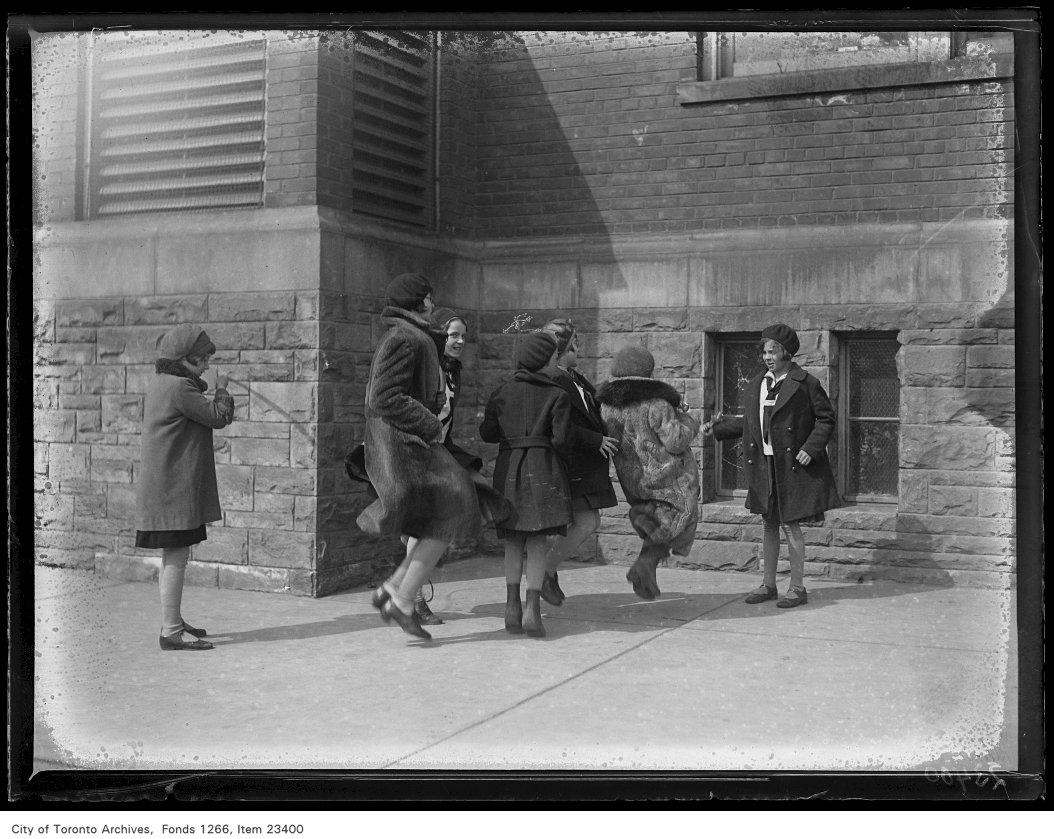 1931 - Runnymede School, girls skipping
