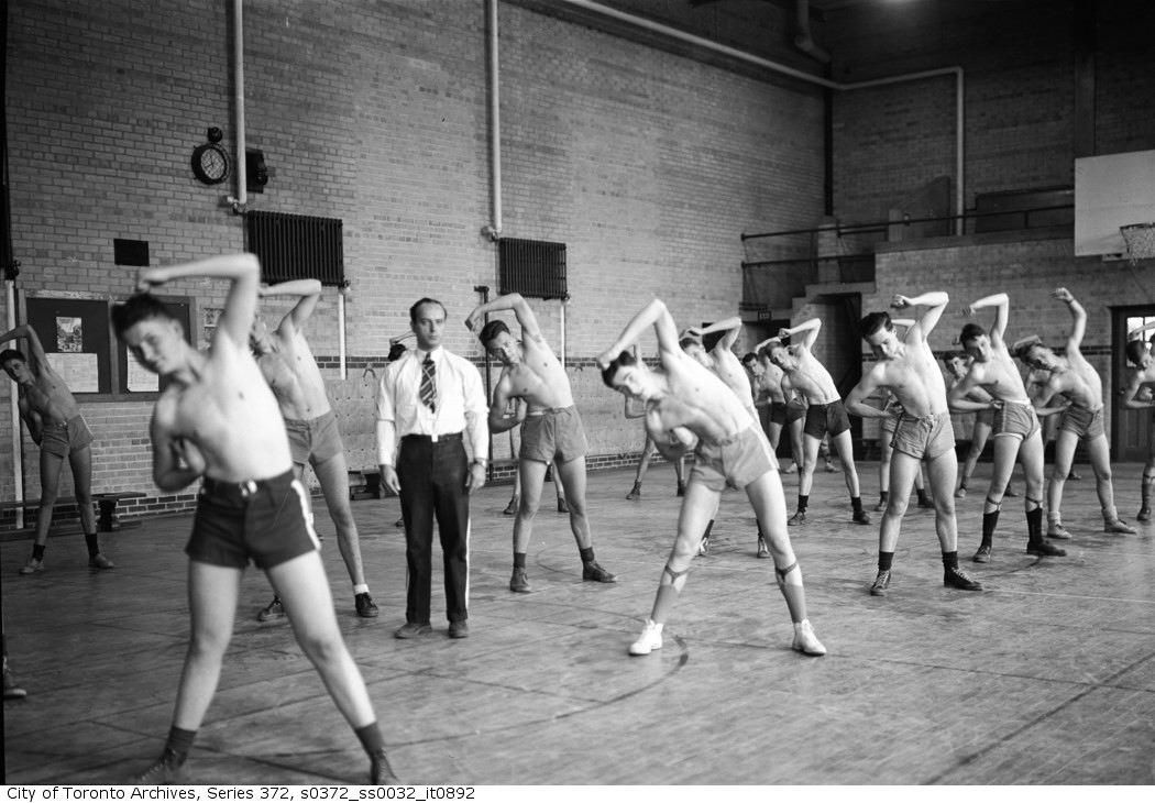 1942 - Public Health Dept. Inoculations in gymnasium of a high school