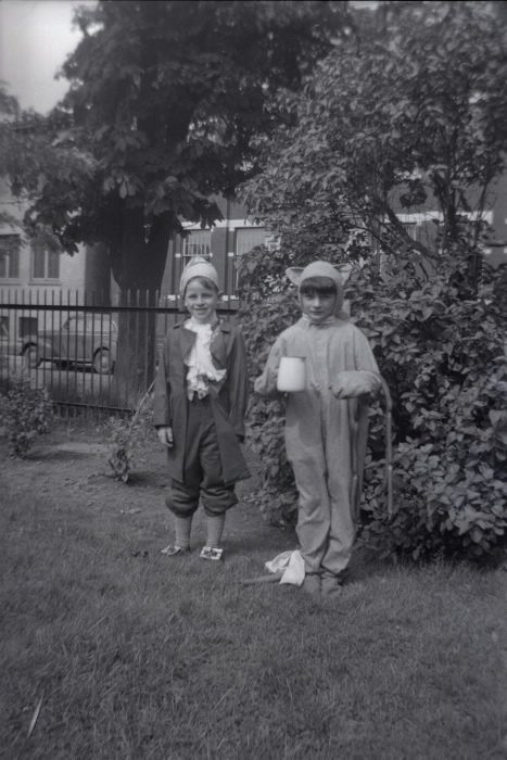 1946-east-end-day-nursery-river-st-w-side-n-of-queen-st-e-looking-n-e