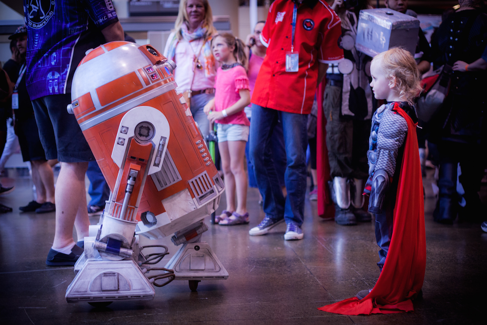 Droid meets baby Thor cosplay photographs