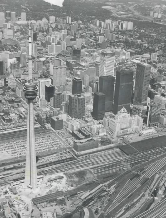 1975 - CN Tower finishing