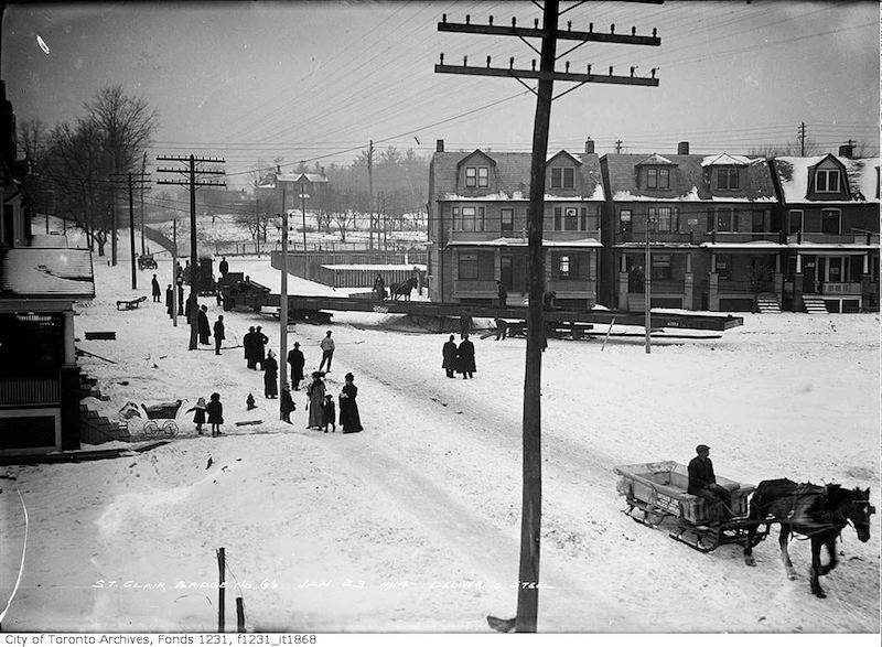 1914 - jan 23 - St. Clair Avenue - Wells Hill bridge, delivering steel