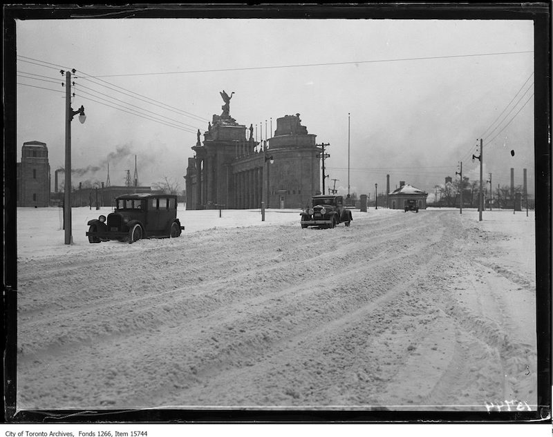 1929 - Boulevard Drive, snow in road at Princes' Gates, general