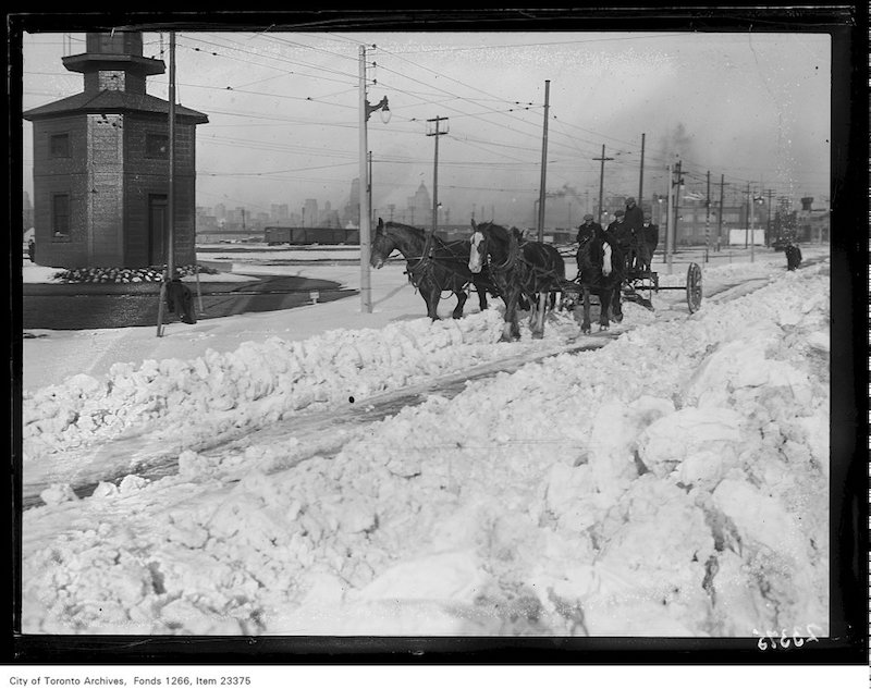 1931 - Fleet Street snow scenes, horse-drawn snow plow