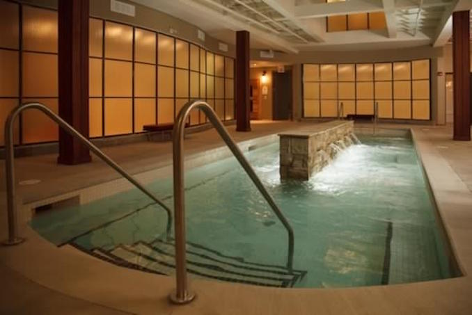 Body Blitz Spa Salt Pool