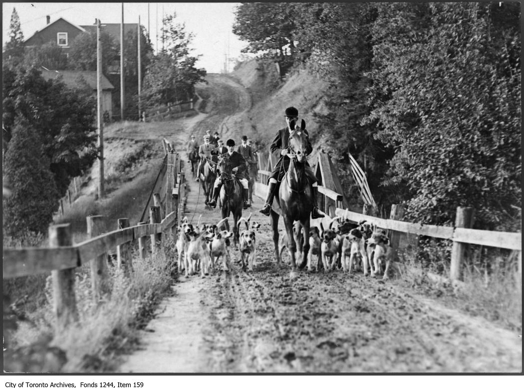 1907 - 1908 - Hunters and dogs on muddy Bathurst Street north of St. Clair Avenue West - Hunting Photographs