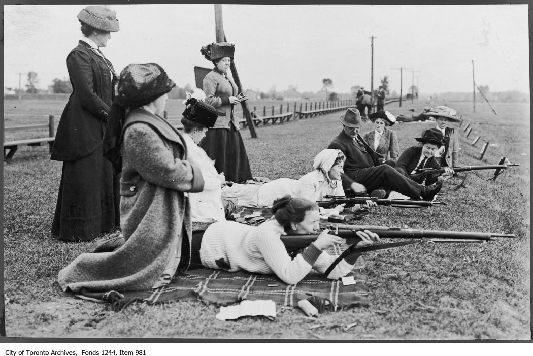 1915 - Women learn to shoot, Long Branch camp