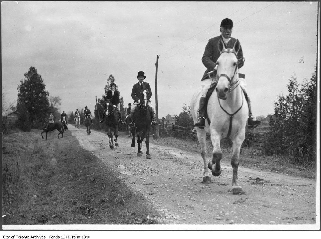 1936 - Aemilius Jarvis leads the hunt