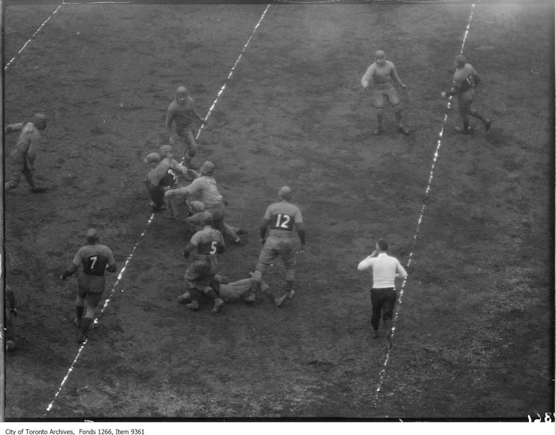 1926 - Kingston, Queen's-Varsity Rugby, Batstone, line plunge