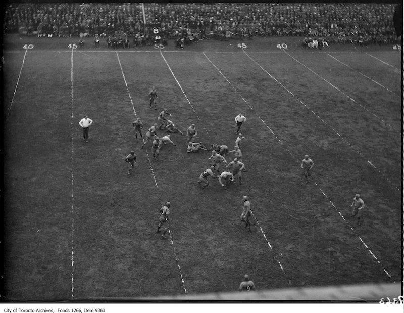 1926 - Kingston, Queen's-Varsity Rugby, Varsity tuck play