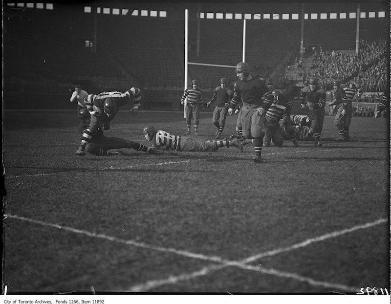 1927 - Argo-Ottawa rugby, tackle