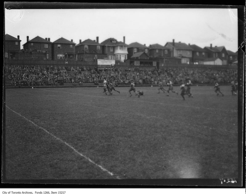 1928 - Balmy Beach, Camp Borden rugby, action