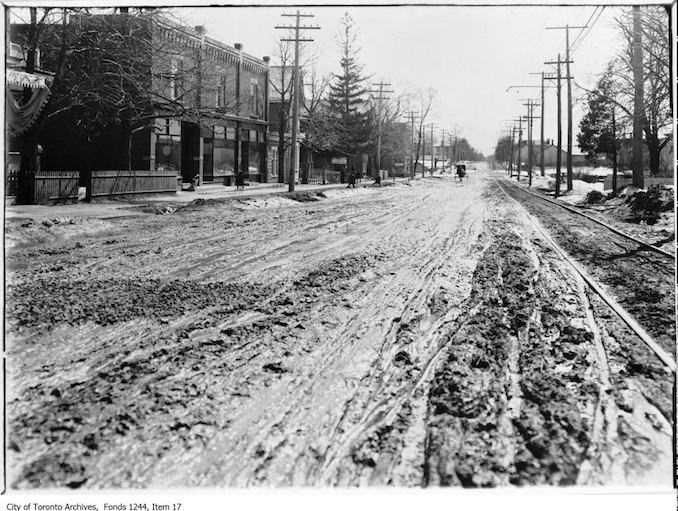 1907 - Muddy Yonge Street, looking south to Hillsdale Avenue
