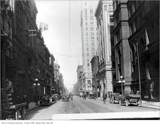 1913 - King St., looking east, from west of Yonge Street