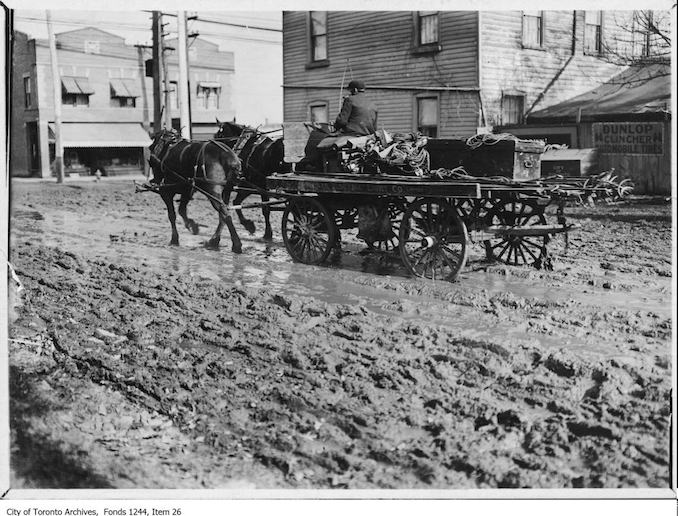 1914 - Wagon on St. Clair Avenue West, looking east to Yonge Street
