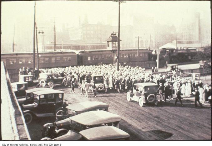 1920 - Bay Street or Yonge crossing