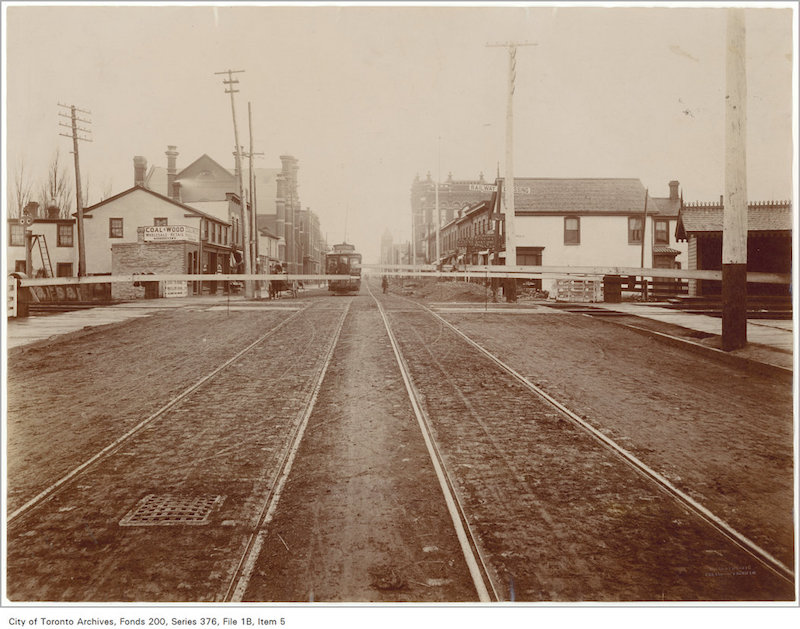 1898 - Queen Street east crossing looking west