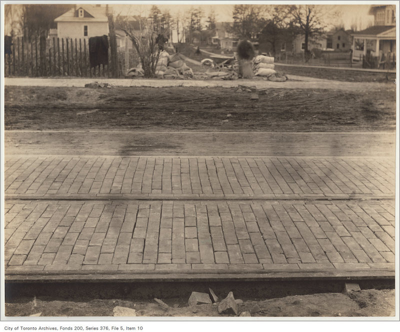 1906 - Queen Street east of Lee Avenue