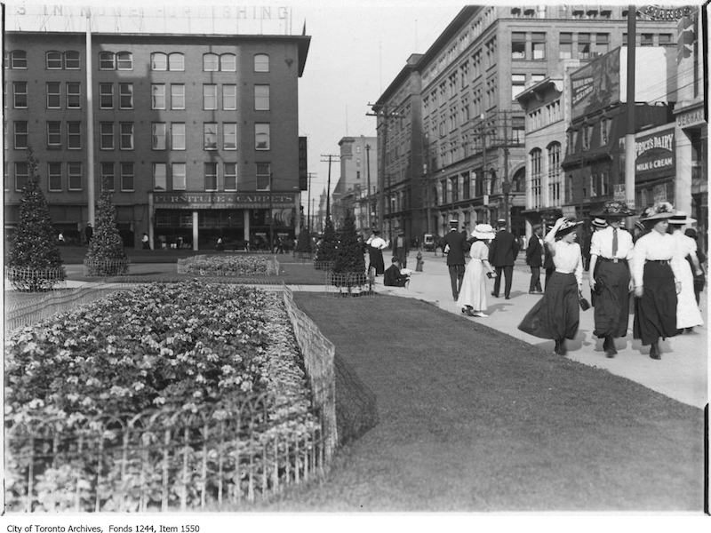 1908 - Queen Street looking east from City Hall