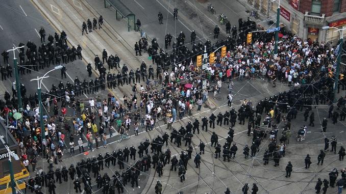 "Toronto police ""kettling"" civilians - G20"
