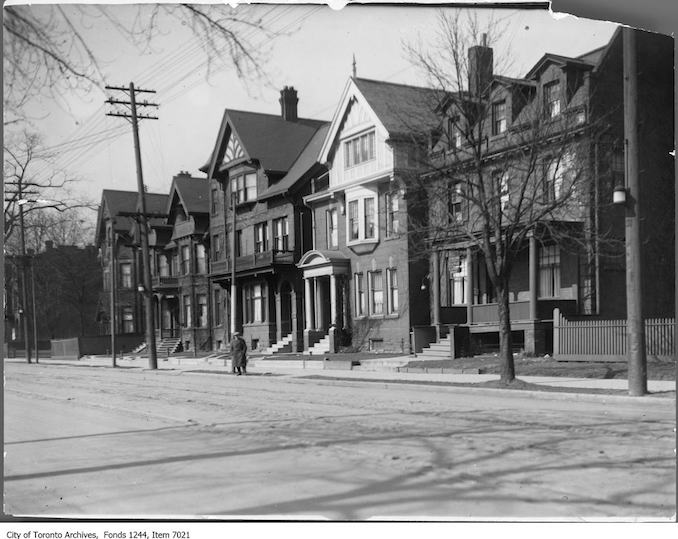 1900 - 1930 - College Street west of Terauley, north side