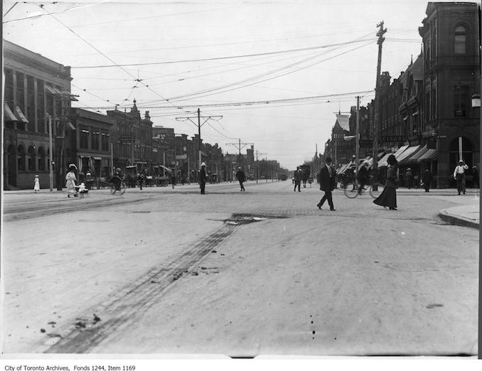 1912 - Spadina Avenue at College Street, looking south