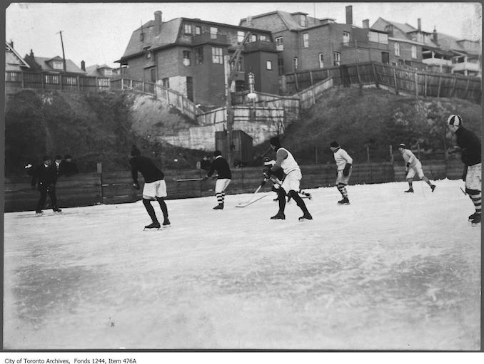 1912 - Professional hockey players, Christie Pits