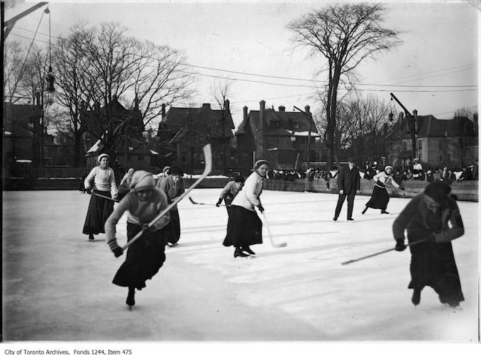 1912 - Women playing hockey