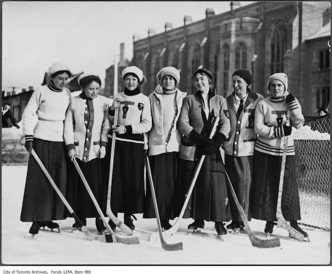 1912 - Women's hockey team, University of Toronto