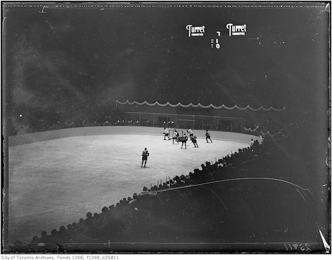 1931 - November 12 - Maple Leaf Gardens, action on ice
