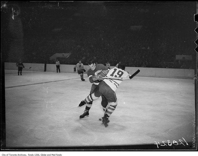 1947 - November 15 - Toronto Detroit hockey, action