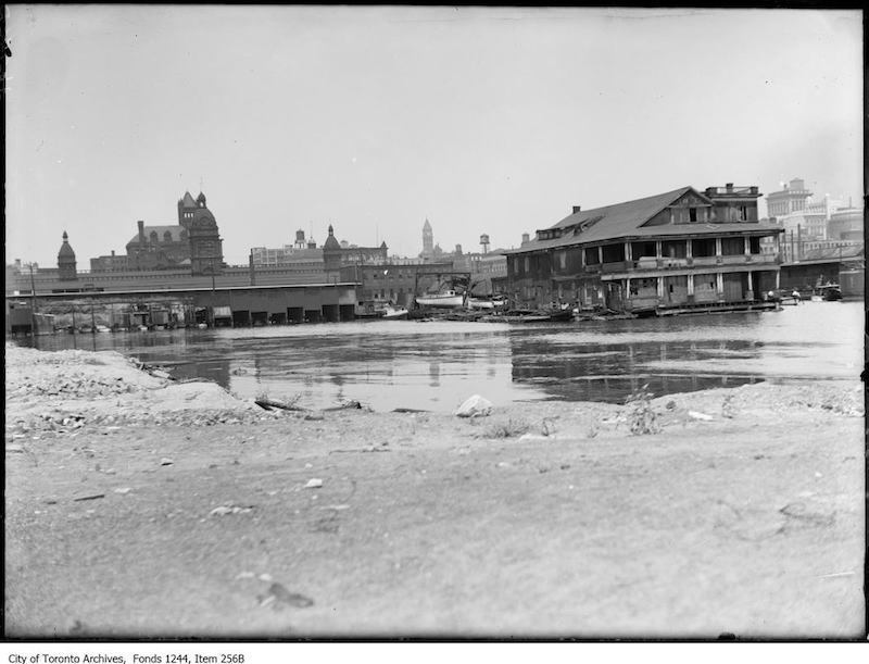 1910 - 1914 - Toronto waterfront at foot of York Street