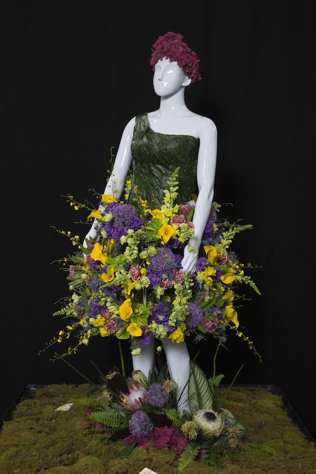 Alison created this gorgeous floral dressed made entirely out of fresh florals for Fleurs de Villes' Floral Mannequin Series which came to Vaughan Mills from April 19–23.