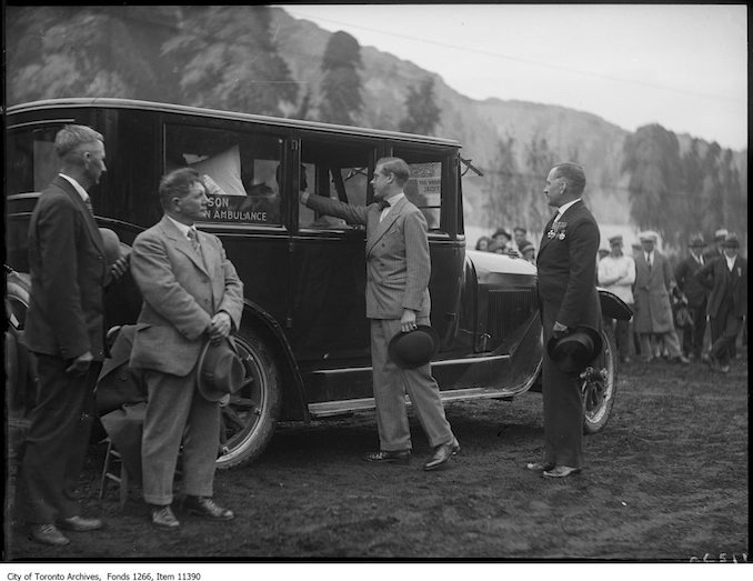 1927 - aug 30 - C.N.E., Prince of Wales shaking hands in ambulance