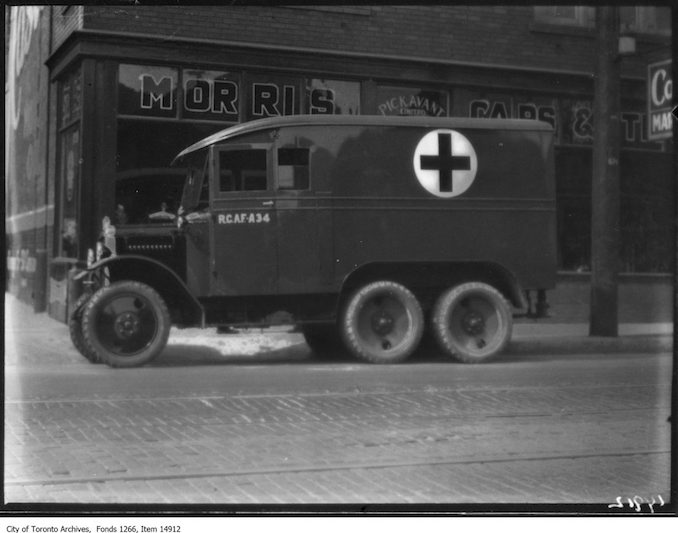 1928 - Morris 6-wheeled ambulance, side