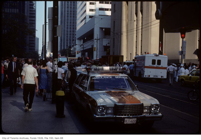 1981 - july 8 - View of crowds and ambulance crew on King Street West during building fire