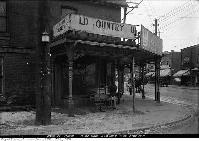 1922 - SW Corner Dundas and Pacific Ave.