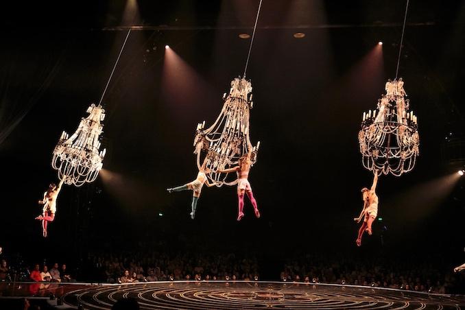 Chandelier - Lucas Saporiti Costumes Dominique Lemieux 2015 Cirque du Soleil Photo