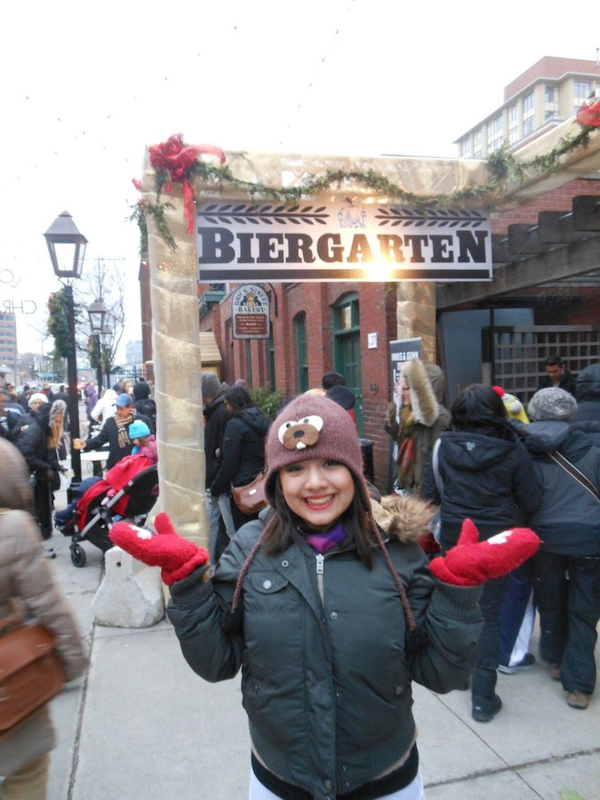 Alicia Ault - Exploring the Toronto Christmas Market in the Distillery District