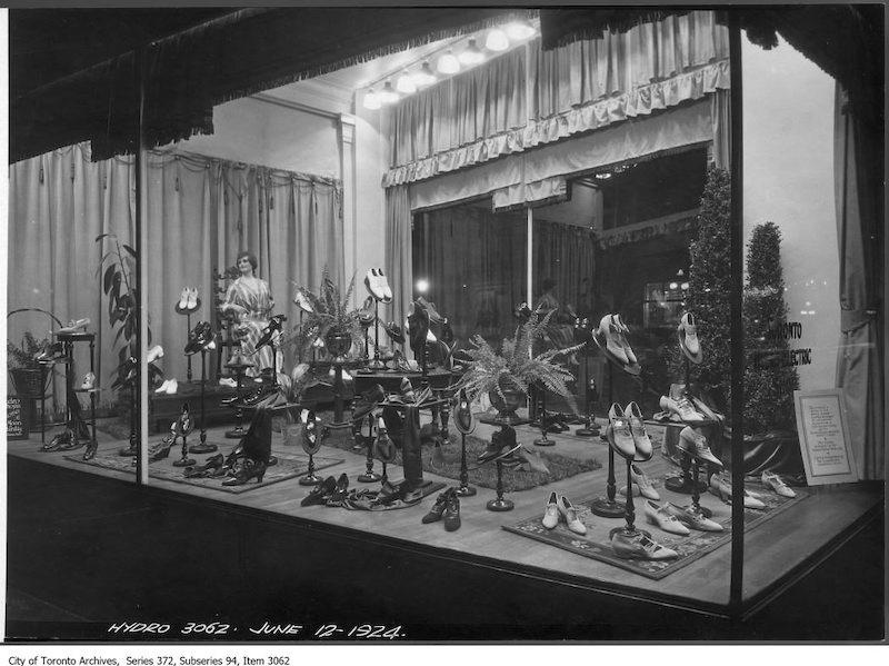 1924 - june 12 - South window - women's shoes