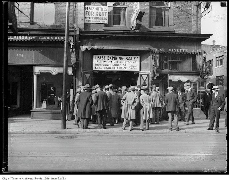 1930 - sept 30 - New York Shoe Company [sale], crowd outside 248 Yonge copy 2