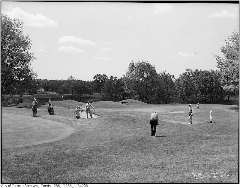 1949 - may 22 - St.George Golf, Bob Gray putting the second green