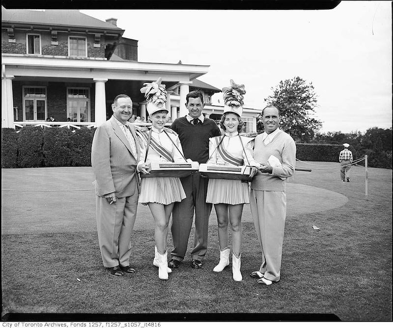 1950? - Golf group with cigarette sellers