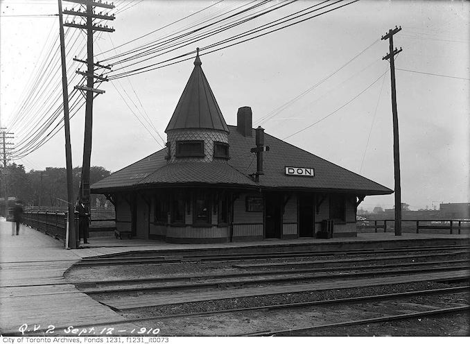 1910 - September 12 - Close-up of Don Station (C.N.R.) Queen Street - King Street intersection