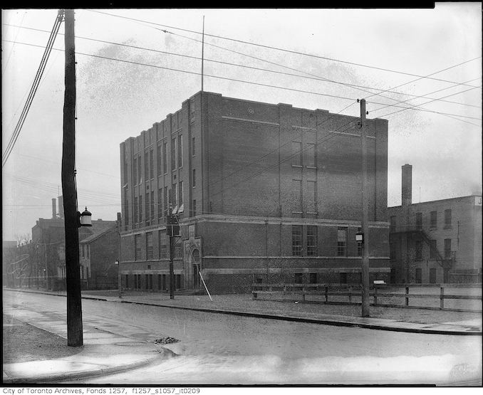 1927 - 1947 - Brant Street Public School