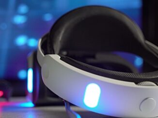 Virtual reality VR headset and wireless(CC BY 2.0)bynodstrum